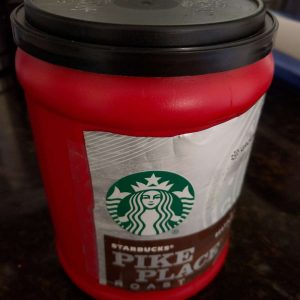 """Starbucks' """"Offensive"""" Holiday Coffee Cups"""